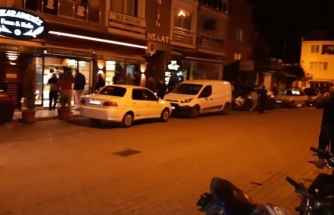Sokağa Çıkma Yasağını Duyan Vatandaşlar Marketlere Akın Etti!
