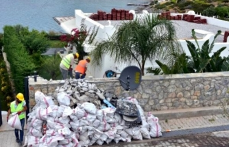 Özdil'in Bodrum'daki Villasında Kaçak Eklentilerin Yıkımı Sürüyor