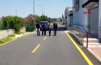 Kendilerini Polis Olarak Tanıtıp Yaşlı Kadını Dolandıran Şüpheliler Yakalandı