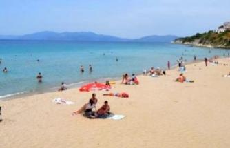 Kuşadası'ndaki Plajlar Doldu, Bodrum'dakiler Boş Kaldı