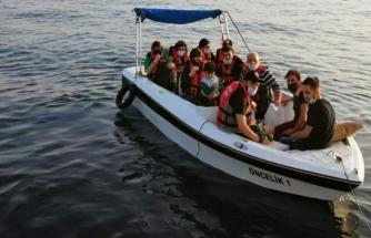 Bodrum'da Fiber Tekne İçinde Sürüklenen 11 Göçmen Kurtarıldı