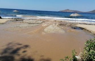 Bodrum'da İsale Hattı Yine Patladı, Tonlarca Su Denize Aktı