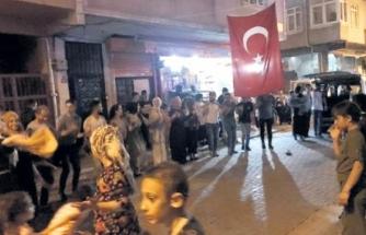 İstanbul'da Halay Çektiler, Bilim Kurulu Üyesi Uyardı: Yasaklar Geri Döner