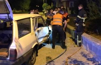 Menteşe'de Park Halindeki Araca Çarpan Sürücü Kurtarıldı!