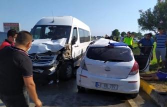 Dalaman'da Turistleri Taşıyan Minibüs İle Otomobil Çarpıştı; 1 Ölü 10 Yaralı