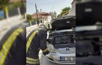 Fethiye'de Otomobilin Motoruna Sıkışan Tavuğu İtfaiye Kurtardı