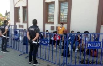 Apartman Dairesinde Saklanan 21 Kaçak Göçmen Yakalandı