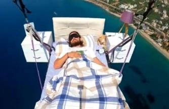 Fethiye'de Koltukla Uçan Pilot Bu Sefer Yatak Keyfi Yaptı