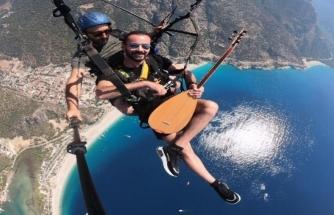 Fethiye'de İki Bin Metrede Sazlı Sözlü Uçuş
