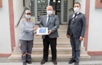 Menteşe'de Temizlik İşçileri Aralarında Para Toplayıp Bir Öğrenciye Tablet Aldı
