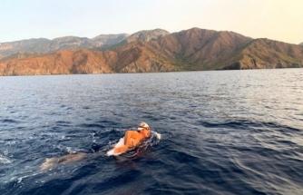 """Rekortmen Yüzücünün 29 Kilometrelik """"Cumhuriyet Yüzüşü"""" Başladı"""