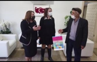 MSKÜ Eğitim ve Araştırma Hastanesi Doktorları 12 Öğrenciye Tablet Hediye Etti