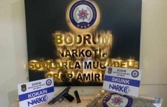 Muğla'da Kontrol Noktasından Kaçan Şüphelinin Aracından Uyuşturucu Çıktı