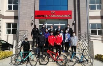 Menteşe Kaymakamlığı'nda İşe Bisiklet Kullanarak Gelen Personel Ödüllendirdi