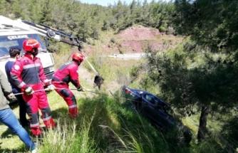 Marmaris'te Seyir Tepesindeki Aracın Uçuruma Yuvarlanmasını Ağaç Engelledi