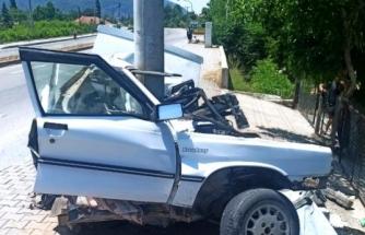 Ortaca'da Aydınlatma Direğine Çarpan Otomobildeki 16 Yaşında Olan 2 Genç Yaralandı