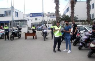 Bodrum İlçe Jandarma Komutanlığı Trafik Timleri Motosiklet Sürücülerine Maske Dağıttı