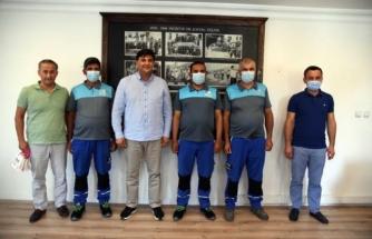 Fethiye'de Temizlik işçilerinin iki Ayrı Yerde Bulduğu Paralar Sahiplerine Teslim Edildi
