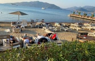 Marmaris'te Bayram Yoğunluğu: Yer Bulamayanlar Sahilde Uyuyor