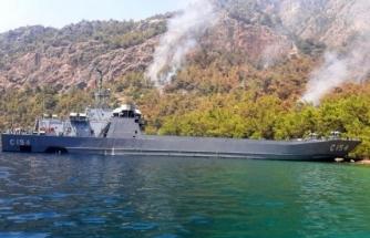 Deniz Kuvvetleri Muğla'da Yangınlara Müdahale Ediyor