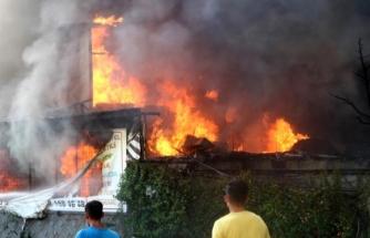 Fethiye'deki 4 Katlı Mobilya Mağazasında Yangın