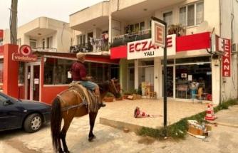Şehir Boşaltılınca Atıyla Eczaneye Gelip İlaç Almak İstedi