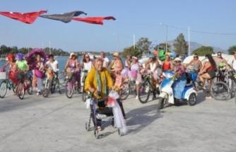 73 Yaşında Yürüteçle Datça'daki Süslü Kadınlar Bisiklet Turu'na Katıldı