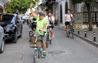 Avrupalı Bisikletçiler, Menteşe'de Zeybek Oynadı