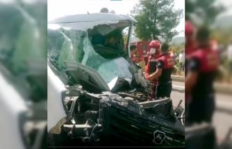 Menteşe'de Üç Aracın Karıştığı Kazada Sürücüyü Sıkıştığı Yerden İtfaiye Kurtardı