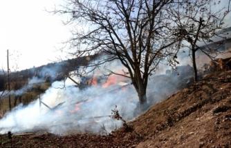 Seydikemer'deki Samanlıkta Çıkan Yangın Hasara Yol Açtı