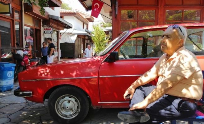 MUĞLA'DA TARİHİ ÇARŞIDAN ARAÇLA GEÇMEK İSTEDİ: BENDE ARNAVUT İNADI VAR