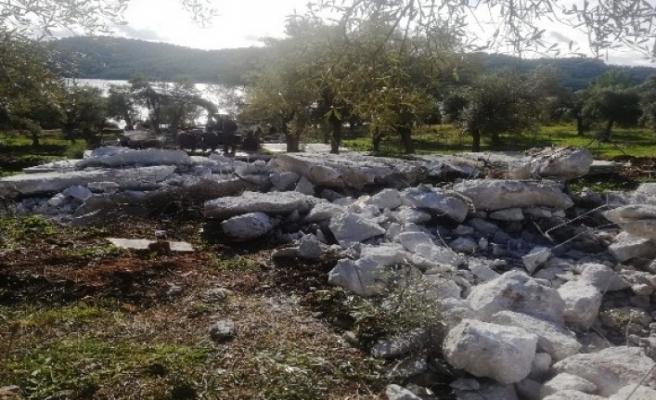 Akbük'te Bungalov için Yapılan Beton Bloklar Yıkılıyor