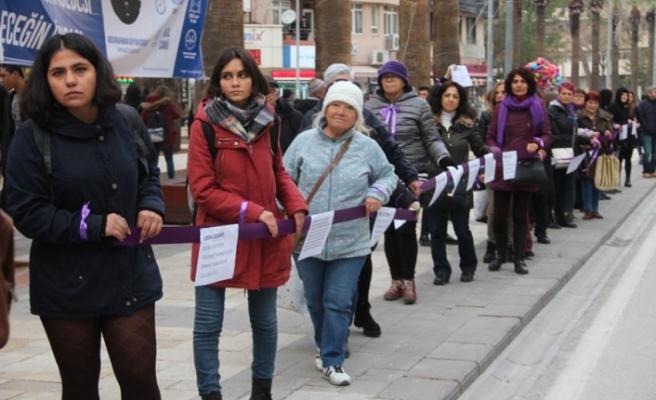 Denizlili Kadınlar Öldürülen Kadınlar için Yürüdü!