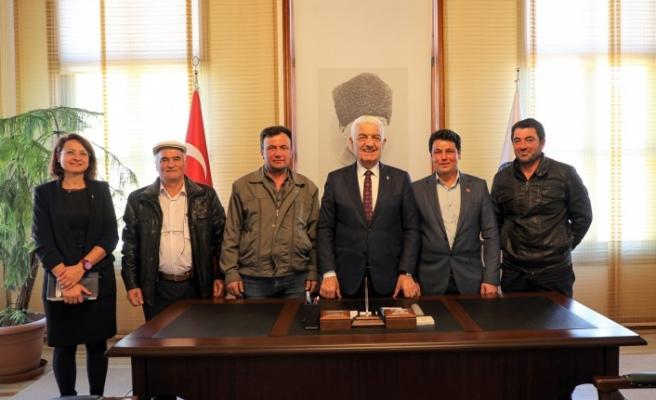 Büyükşehir'in Desteğiyle Aracılar Kalktı Üretici Kazandı!