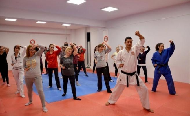 Menteşe'de Kadınlara Öz Savunma Eğitimi