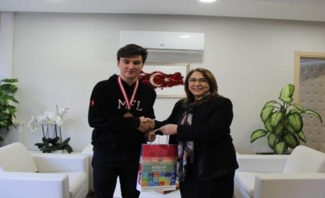 Bilim Olimpiyatları'nda Madalya Kazanan Öğrenciden Töre'ye Ziyaret