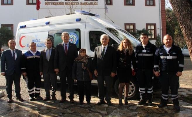 Sağlık Hizmetlerinden Memnun Kaldı Ambulans Bağışladı!