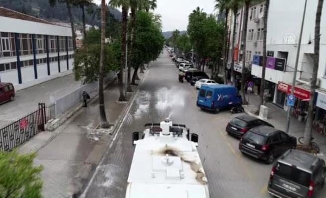 Fethiye'de TOMA ve Belediye Araçları Caddeleri Yıkadı