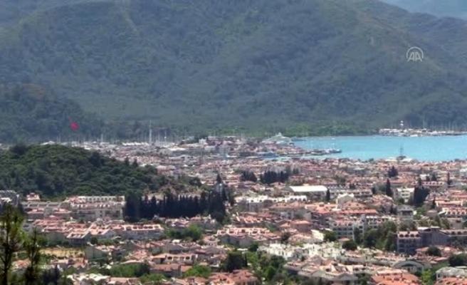 "Marmaris'te Mega Yat ""Queen Miri""ye 210 Bin Litre Yakıt İkmali Yapıldı"