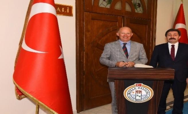 Birleşik Krallık Büyükelçisi Vali Tavlı'yı Ziyaret Etti