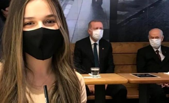 Genç Kızın Erdoğan ve Bahçeli İle Çektiği Selfie Gündem Oldu