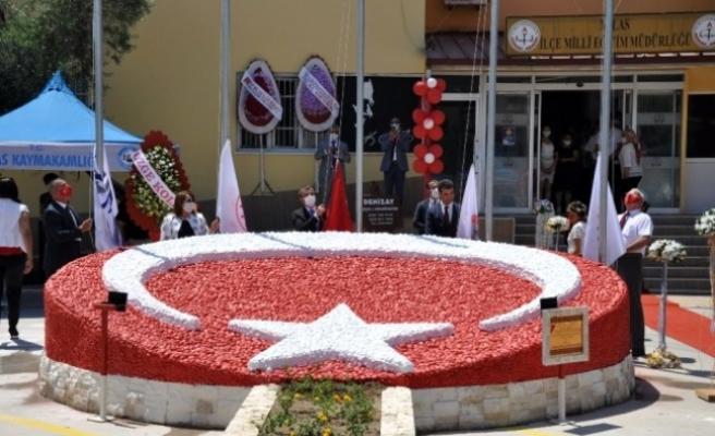 Milas'ta Yapımı Tamamlanan Reflektörlü Bayrak Figürü Törenle Açıldı