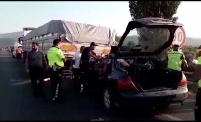 Otomobil Park Halindeki Tıra Çarptı: 1 Ölü, 1 Yaralı