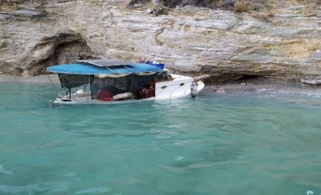 Su Alan Balıkçı Teknesindeki İki Kişiyi Sahil Güvenlik Kurtardı
