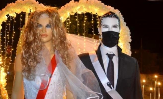 Bodrum'da Takılar, Gelin ve Damat Yerine Cansız Mankenlere Takıldı