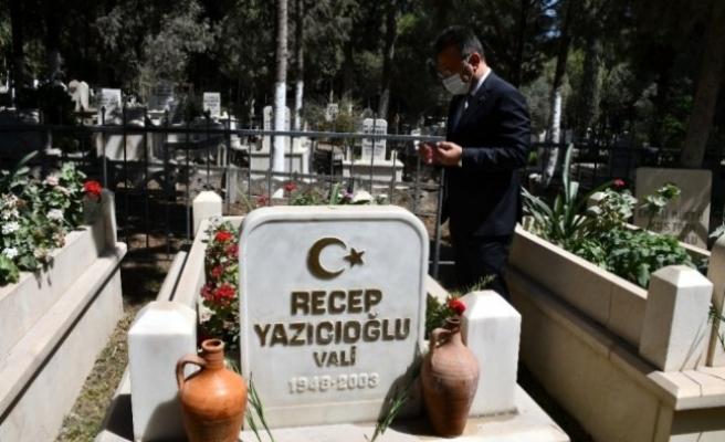 Aydın Valisi Aksoy Merhum Vali Yazıcıoğlu'nun Mezarını Ziyaret Etti