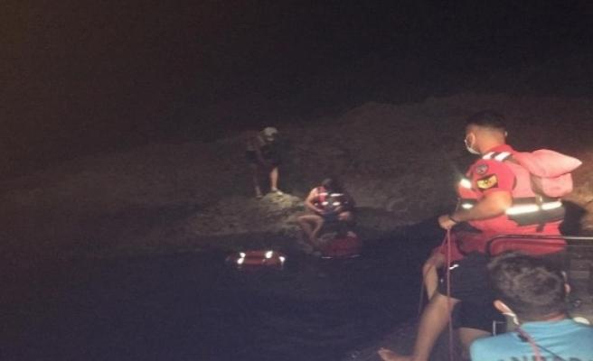Fethiye'de Kıyıda Mahsur Kalan Tatilcileri JÖAK ve JAK Kurtardı