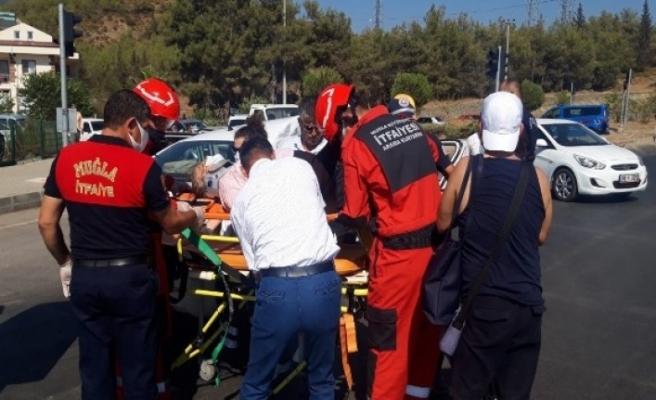 Fethiye'de Otomobil ve Otobüs Çarpıştı: 2 Yaralı!