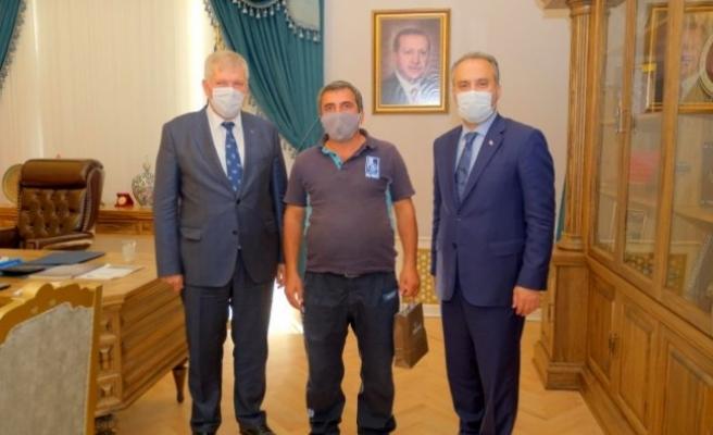 Kanalizasyondan 10 Çeyrek Altın Çıkaran BUSKİ Çalışanlarına Ödül