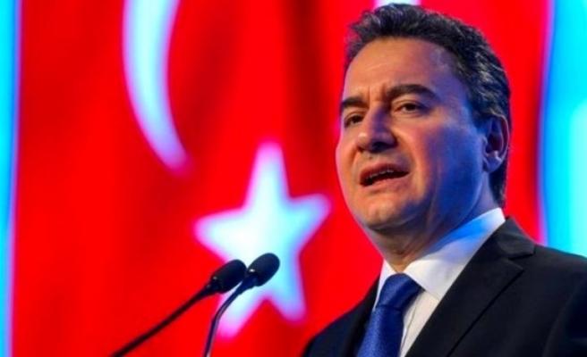 Koronavirüse Yakalanan Ali Babacan Hastaneye Kaldırıldı